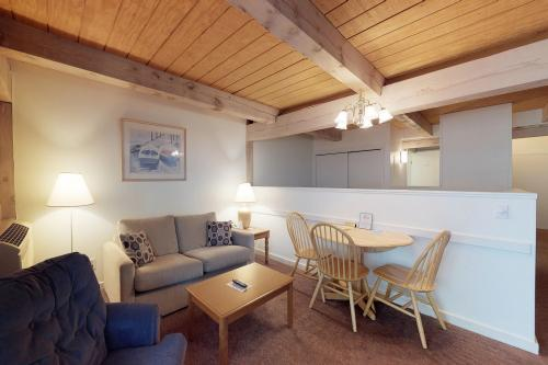 Island Inn - 37G -  Vacation Rental - Photo 1