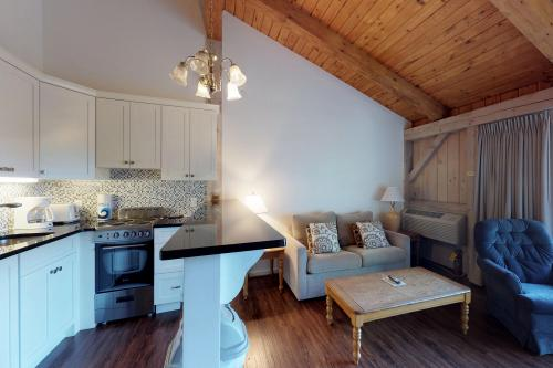 Island Inn - 43G -  Vacation Rental - Photo 1