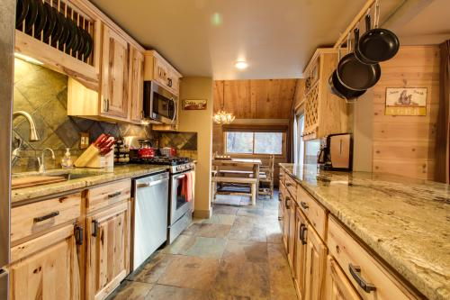 7 Pole House on Overlook Drive - Sunriver, OR Vacation Rental