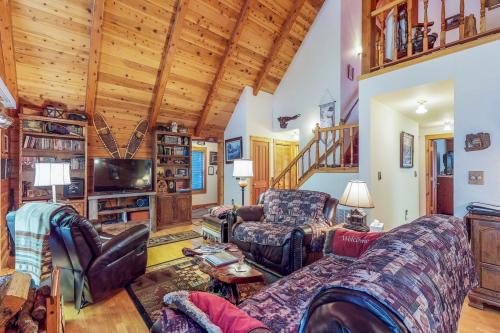 The Bear-Bee Cabin - Truckee, CA Vacation Rental