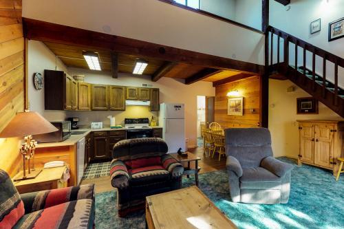 Sierra Sun's #4 - June Lake, CA Vacation Rental