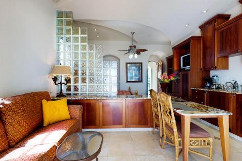 Suite 404 @ Parrot Tree Resort -  Vacation Rental - Photo 1