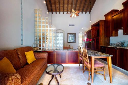 Suite 405 @ Parrot Tree Resort -  Vacation Rental - Photo 1