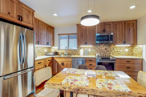 Squaw Peak Splendor -  Vacation Rental - Photo 1