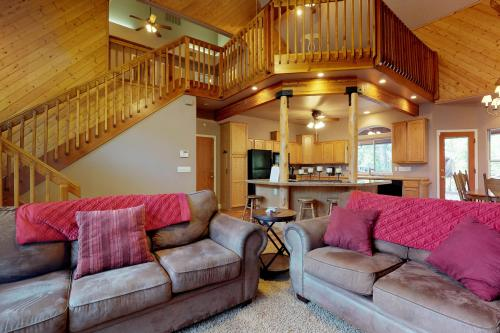 Handel's Pride -  Vacation Rental - Photo 1