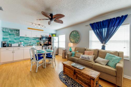 Bay View Inn 201 - Bradenton Beach, FL Vacation Rental