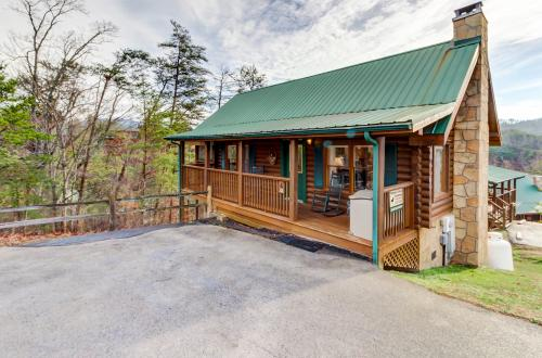 Arrowhead Log Cabin Resort: Cuddly Bear Hideaway Cabin · Pigeon Forge, TN