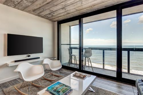 Oceanaire -  Vacation Rental - Photo 1