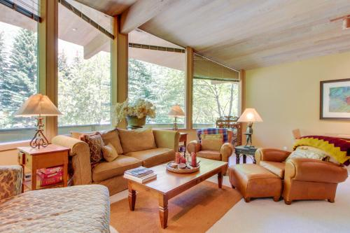 Sunny Side Lodge -  Vacation Rental - Photo 1