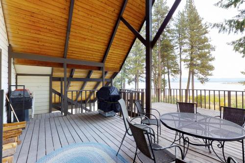 The Lazy Hound Lodge - Cascade, ID Vacation Rental