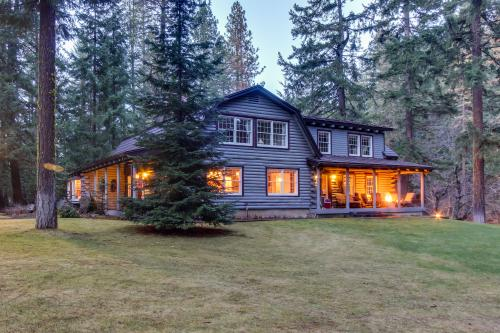 Riverwood Lodge & Guest House - Trout Lake, WA Vacation Rental
