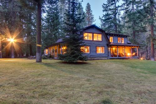 Riverwood Lodge - Trout Lake, WA Vacation Rental