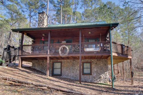 Lifting Holy Hands - Ellijay, GA Vacation Rental
