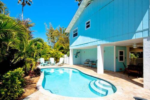 Holly Hideaway -  Vacation Rental - Photo 1