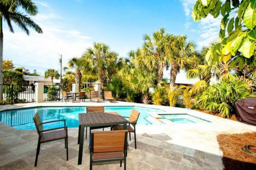 Honeywood House - Anna Maria, FL Vacation Rental