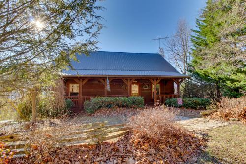 Kickin' Back Cabin -  Vacation Rental - Photo 1