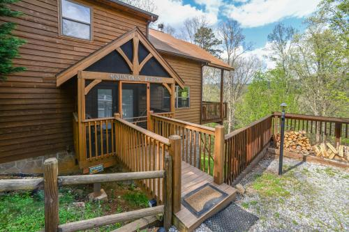 Mountain Breeze Cabin - Pigeon Forge, TN Vacation Rental