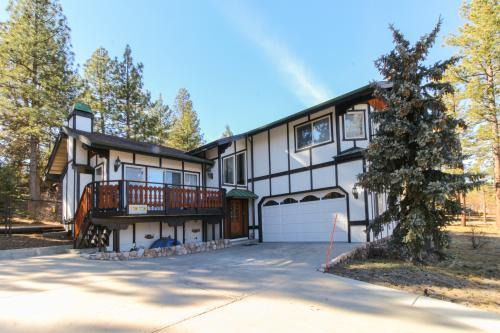 Lovely Lakeview Retreat -  Vacation Rental - Photo 1