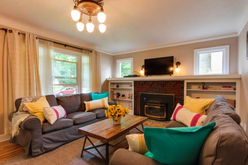 Sunflower Cottage - Coeur d'Alene, ID Vacation Rental