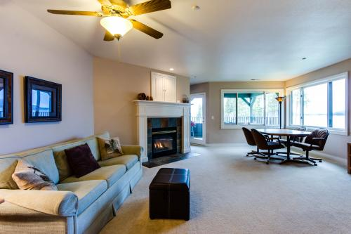 Lakeshore Point (A101) - Harrison, ID Vacation Rental