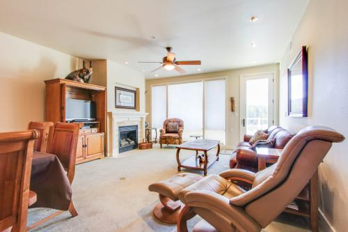 Riverfront Serenity Condo - Post Falls, ID Vacation Rental