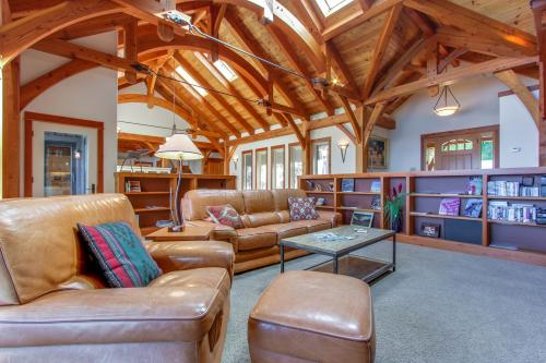 Bottle Bay Lakefront Lodge -  Vacation Rental - Photo 1