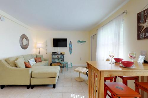 Coco's Island Retreat - Bradenton Beach, FL Vacation Rental