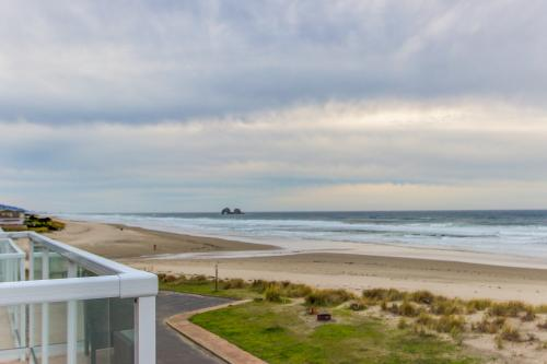Pacific Dream -  Vacation Rental - Photo 1
