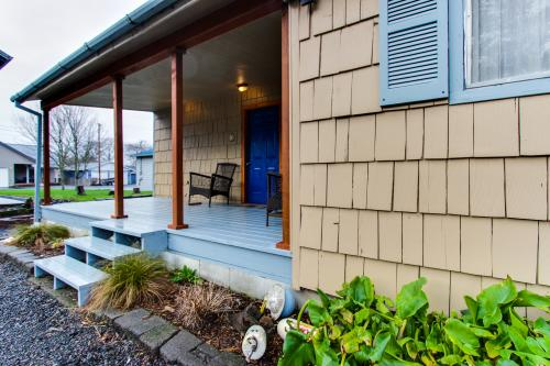 Falcon Cabin - Rockaway Beach Vacation Rental