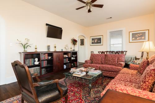 19th Street Retreat -  Vacation Rental - Photo 1