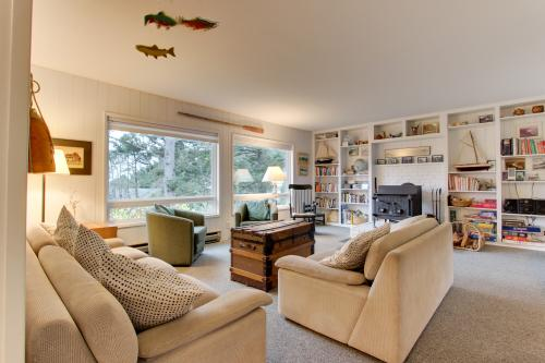 Classic Beach House Vacation Rental -  Vacation Rental - Photo 1