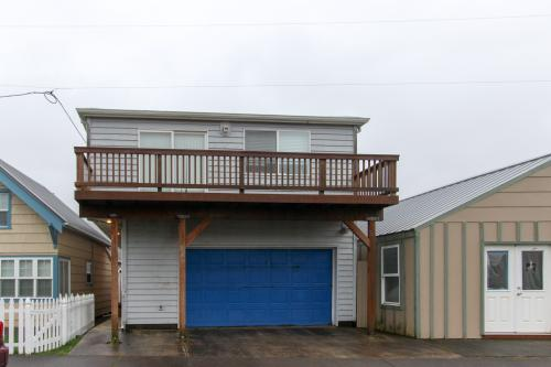 Captain's Loft - Rockaway Beach Vacation Rental