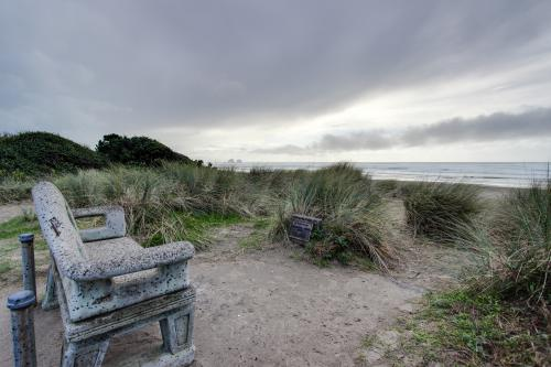 Captain's Quarters - Rockaway Beach, OR Vacation Rental