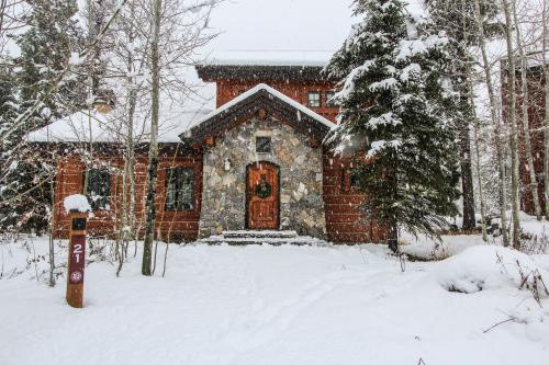 Rock Creek Ski-In/Ski-Out Cottage - Tamarack Vacation Rental