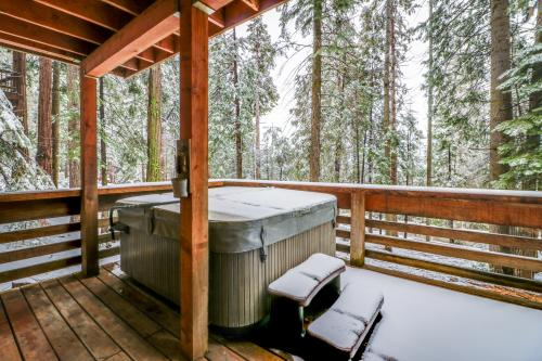 Hilltop Hideout - Shaver Lake, CA Vacation Rental