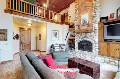 Rocky Pines Lodge -  Vacation Rental - Photo 1