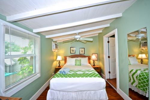 Tropical Breeze -  Vacation Rental - Photo 1