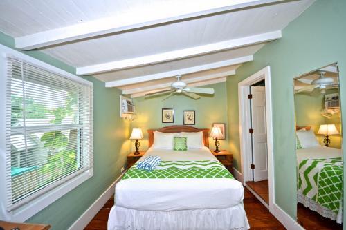 Tropical Breeze -  Vacation Rental - Photo 1