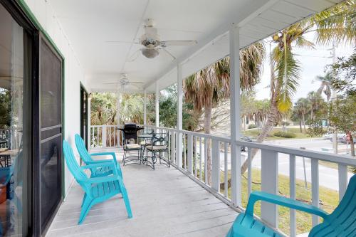 Sandy's Getaway -  Vacation Rental - Photo 1