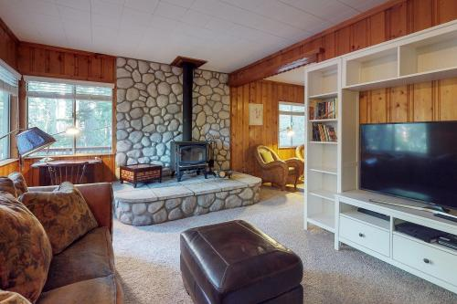 Gracie's Treehouse  -  Vacation Rental - Photo 1