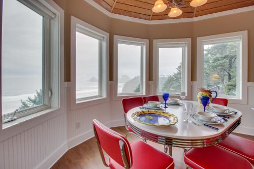 Berni's Ocean View Castle - The Crow's Nest - Oceanside, OR Vacation Rental