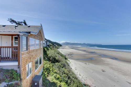 Mid Rock Overlook #6 - Oceanside, OR Vacation Rental