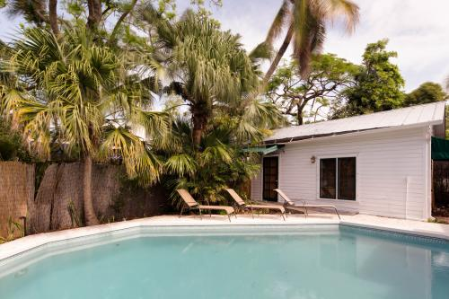 Tropical Retreat  -  Vacation Rental - Photo 1