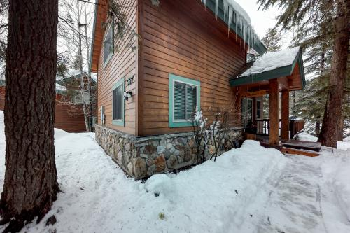 Cabin On The Green -  Vacation Rental - Photo 1