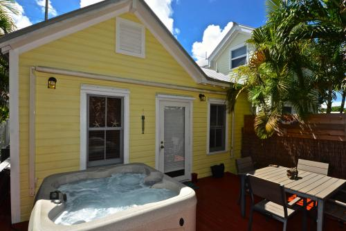 Sunshine House -  Vacation Rental - Photo 1
