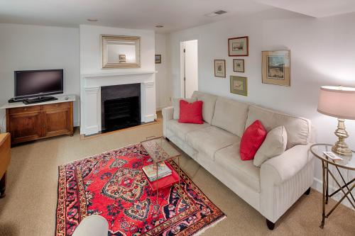 Garden Rose - Savannah, GA Vacation Rental