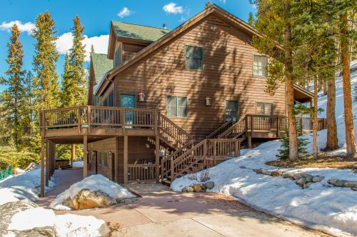 enjoy streamside chalet breckenridge secluded just htm wonderland rentals minutes cabin a vrp in from winter cabins cozy