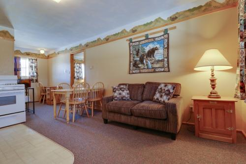 Lodge Cabin 7 -  Vacation Rental - Photo 1