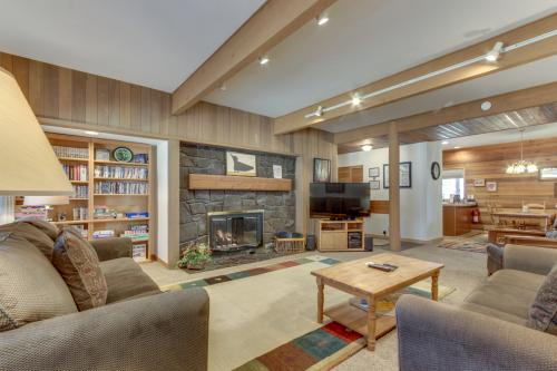 Meadow House 19   Discover Sunriver -  Vacation Rental - Photo 1