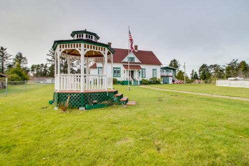 # 309 Historic Coast Guard Station - Keeper's Quarters - Ocean Park, WA Vacation Rental